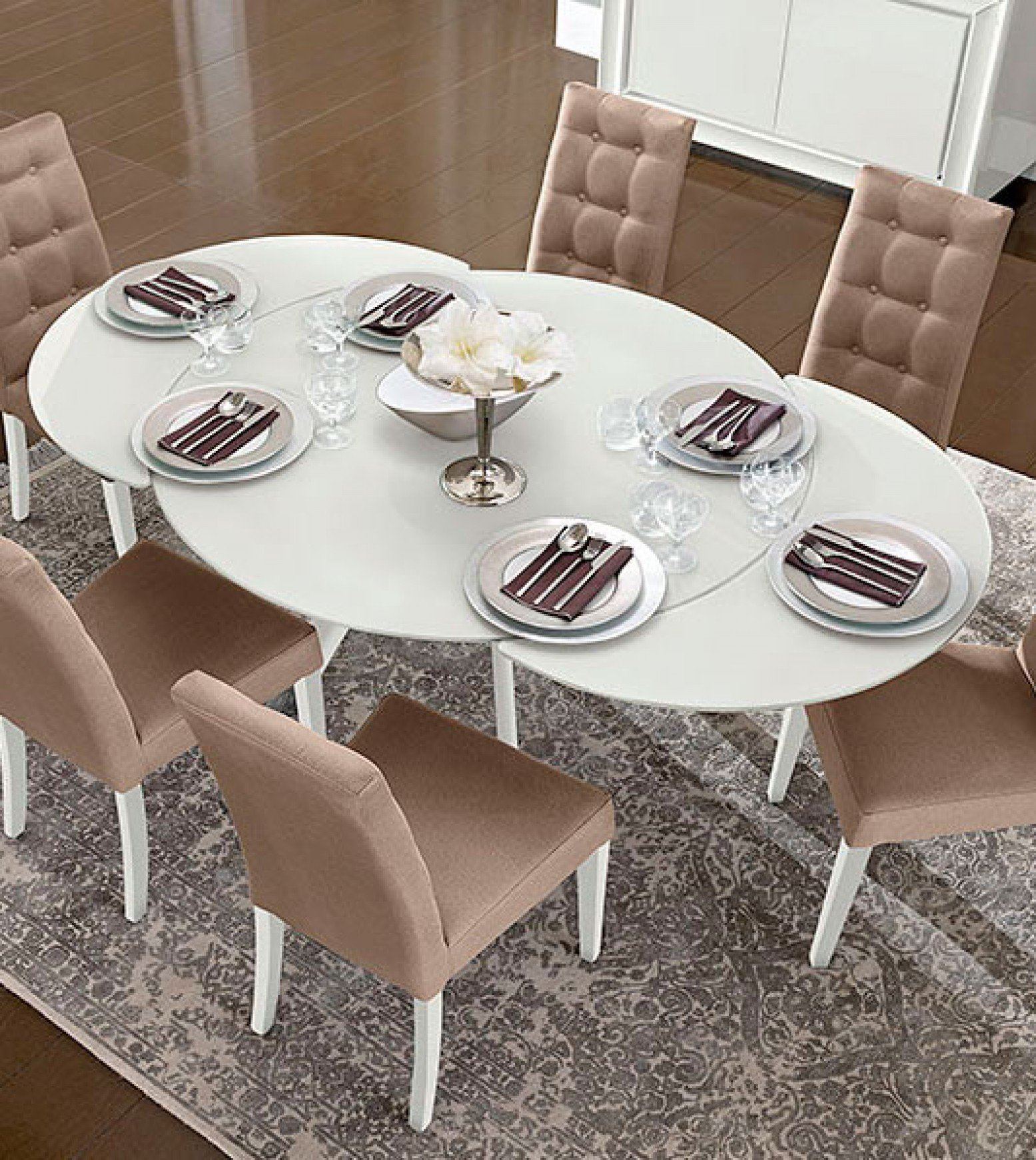 Dama Bianca Round Extendable Dining Table