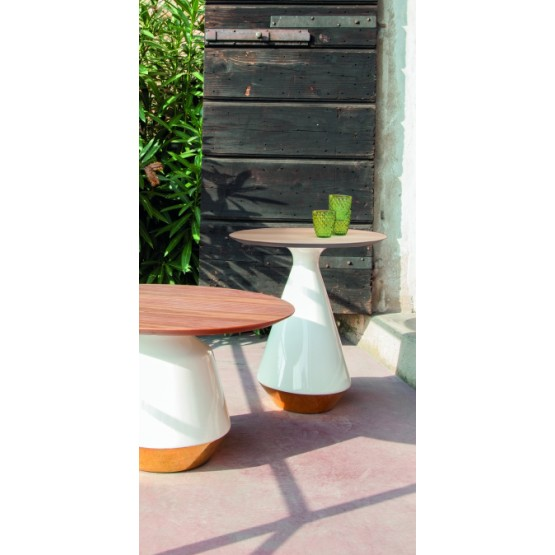 Amira Side Table, Glossy White and Gold Ceramic Base, Natural Oak Wood Top photo